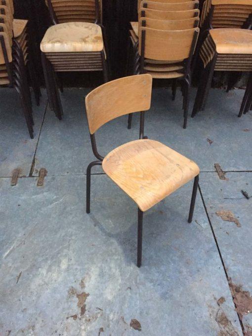 schoolstoelen cantine chaises brune bruin GOODSTUFFFACTORY