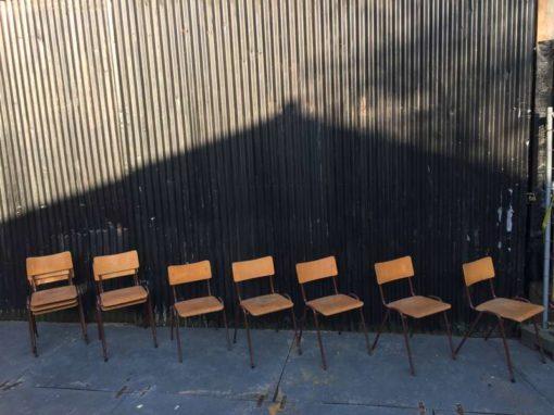 vintage retro schoolstoelen chaise d'école bruin brune lot brocante
