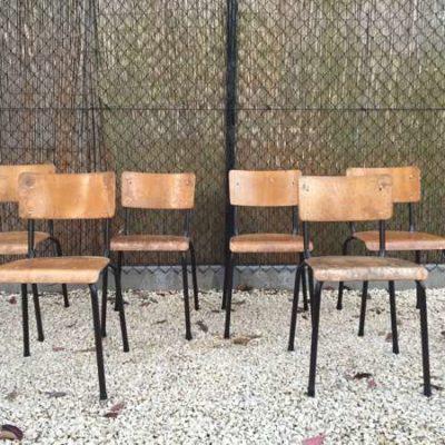 zwarte schoolstoel stapelbaar tweedehands vintage plywood