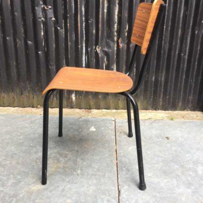 zwart frame stapelbare industriele kantine stoelen vintage formica _GoodStuffFactory