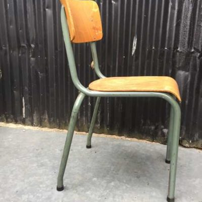 vert groene groen kantinestoelen chairs stoelen stapelstoelen chaises empilable vintage retro horeca GoodStuffFactory
