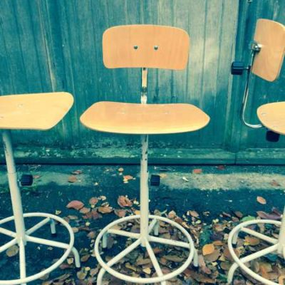 chaises stoelen VINTAGE INDUSTRIELE DRAAISTOELEN BUREAUSTOELEN sCHOOLSTOELEN horeca barista brasserie koffiebar vintage retro FORMICA GoodStuffFactory