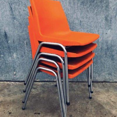 oranje orange polyprop pvc buiten exterieur terras stoelen chaises vintae retro_thegoodstufffactory_be