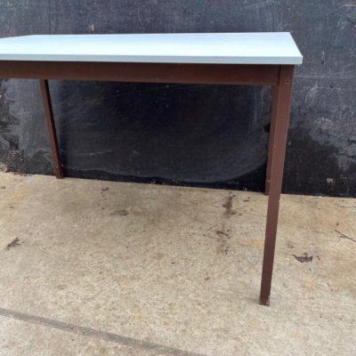 budget tafels canteens chinedujour ostalgie kindern retro vintage stuhl stoel stolar_thegoodstufffactory