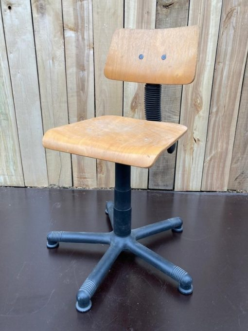 chrome zwart atelierstoel kruk tabouret cowork hospitality interior industrial raw materials retro vintage upcycled_thegoodstufffactory_be