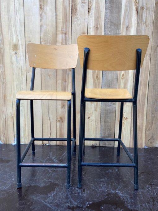 vintage zwart kookeiland toog hoge stoelen tabourets stools krukken project furniture cowork_thegoodstufffactory_be