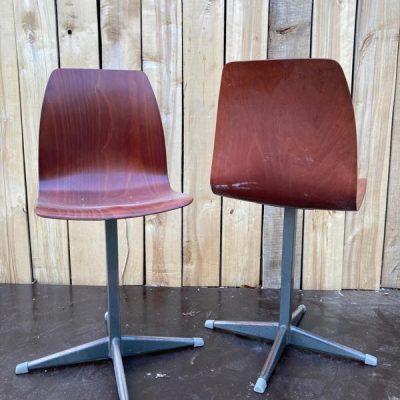 pagholz kruisvoet co work space stoelen vintage retro_thegoodstufffactory