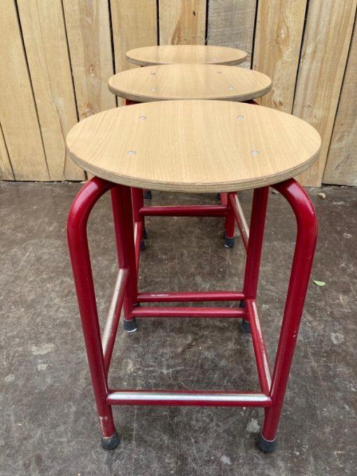 rode tabourets kruk cafe horeca terras stoelen chaises_thegoodstufffactory_B