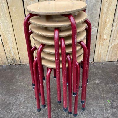 rode tabourets kruk cafe horeca terras stoelen chaises_thegoodstufffactory_Be