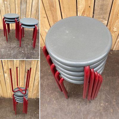 rode tabourets pvc buiten kruk cafe horeca terras stoelen chaises_thegoodstufffactory_Be