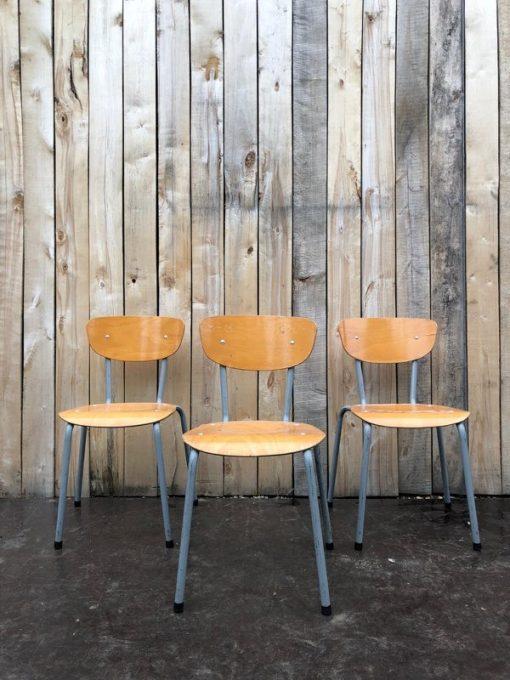 vrolijke stoelen met toffe lijnen retro vintage chine du jour ostalgie stolar antiques belgium_thegoodstufffactory_be